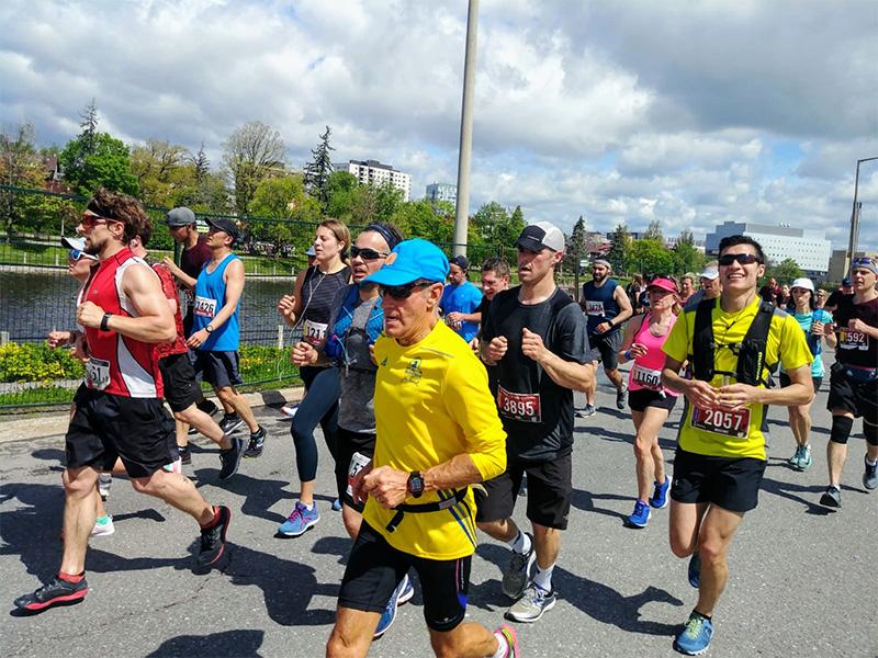 Runners participating in the Ottawa Marathon 2019